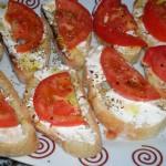 Pincho de queso con tomates
