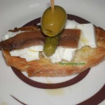 Pincho de queso fresco con anchoas