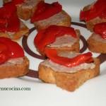 Tostaditas de paté con pimietos
